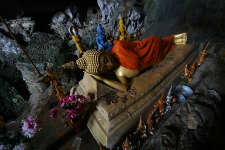 vang viang buddha cave