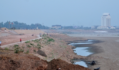 vientiane dry river small
