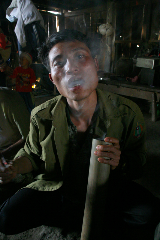Viaje Laos Hombre Akha